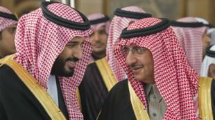 Imagen de archivo. El príncipe heredero Mohammed bin Salman a la izquierda y el príncipe Mohammed bin Nayef, sobrino del rey Salman bin Abdulaziz. 14 de diciembre de 2016.