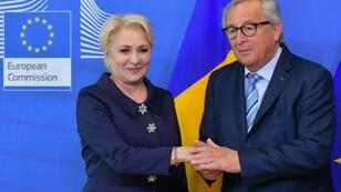 Romania's Prime Minister Viorica Dancila (L) is welcomed by European Commission President Jean-Claude Juncker at the European Commission in Brussels on June 4, 2019