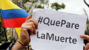 Defensores de derechos humanos y organizaciones sociales se movilizaron el viernes 6 de octubre en Bogotá, Colombia, para pedir al Gobierno la implementación de lo acordado en sustitución de cultivos de uso ilícito. Esto tras el asesinato de los seis civiles en Tumaco.