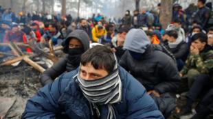 Quelque 4 000 migrants et réfugiés se sont rendu au poste frontière turc de Pazarkule pour tenter de passer en Grèce, le 29 février 2020 au matin.