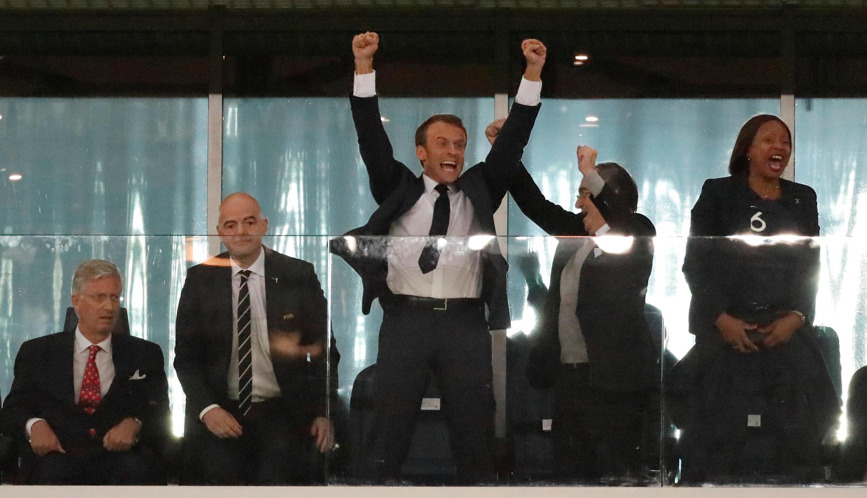El presidente francés, Emmanuel Macron, también celebró la victoria de Les Bleus desde el estadio en San Petersburgo.