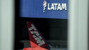 Foto de archivo tomada el 27 de mayo de 2020, muestra un  hangar de las aerolíneas LATAM en el aeropuerto Santos Dumont, en Río de Janeiro, Brasil.