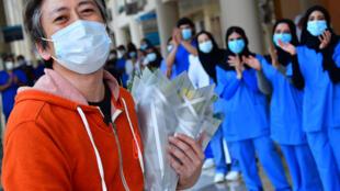 ياباني هو أخر مريض في مستشفى دبي الميداني لفيروس كورونا لدى مغادرته المستشفى في السابع من تموز/يوليو 2020