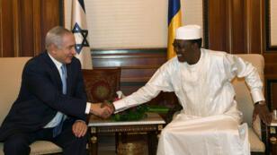 Poignée de main entre Benjamin Netanyahou et Idriss Deby à N'Djamena, le 20 janvier 2019.
