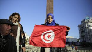 À l'annonce de la victoire de Béji Caïd Essebsi, ses sympathisants sont descendus dans la rue célébrer la victoire, lundi 22 décembre à Tunis.