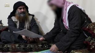 """زعيم تنظيم """"الدولة الإسلامية"""" أبو بكر البغدادي في آخر فيديو له منذ خمس سنوات 29 أبريل/ نيسان"""