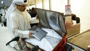الناشط الكويتي ثامر الدخيل بوراشد في مطار الكويت الدولي متجها للولايات المتحدة في 23 آذار/مارس 2017