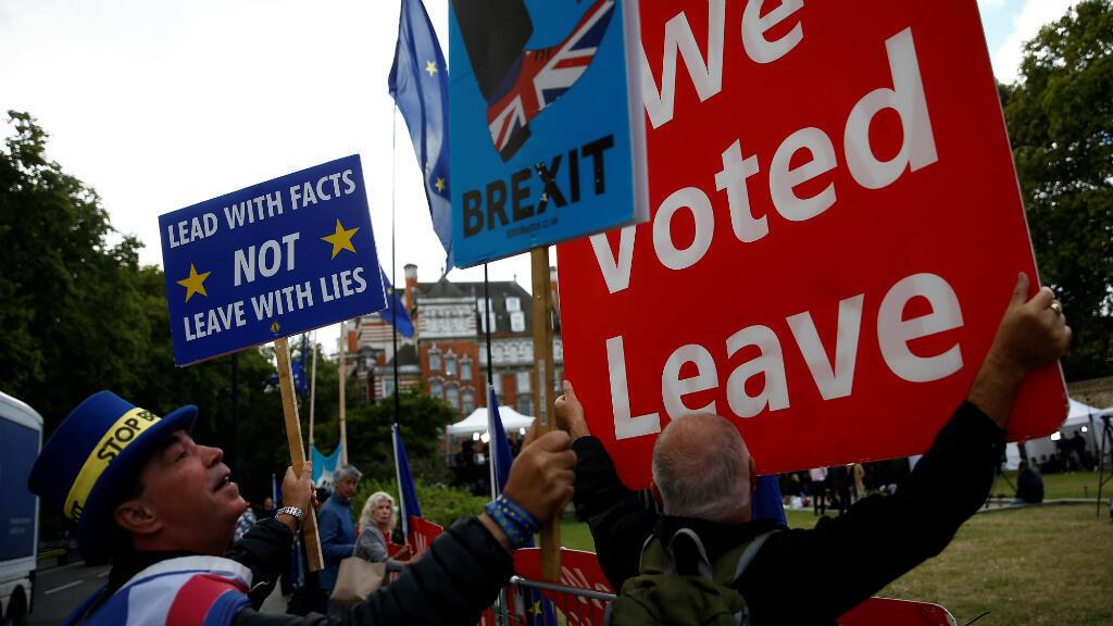 Manifestantes a favor y en contra del Brexit protestan ante el Parlamento británico. Londres, Reino Unido, el 5 de septiembre de 2019.