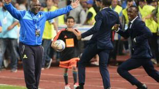Mamelodi Sundowns coach Pitso Mosimane (L) celebrates winning the 2016 CAF Champions League