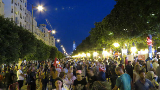 L'heure est au militantisme festif avenue Bourguiba.