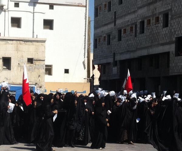 تشييع جنازة إحدى ضحايا الاحتجاجات