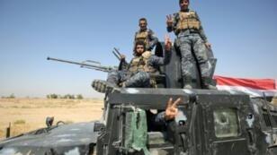 عناصر من القوات العراقية على متن آلية عسكرية عند تخوم كركوك في 16 تشرين الأول/أكتوبر 2017.