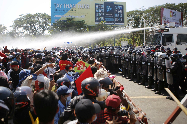 صورة مؤرخة في 9 شباط/فبراير 2021 لتظاهرات مناهضة للمجموعة العسكرية في بورما