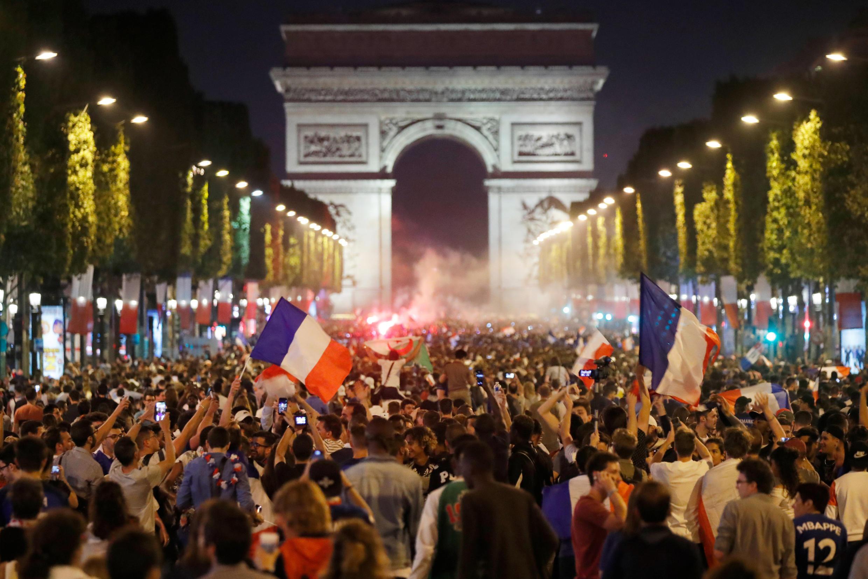 La avenida de los Campos Elíseos en París estuvo cerrada durante el partido Francia-Bélgica.