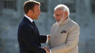 Le président français Emmanuel Macron accueille le Premier ministre indien Narendra Modi au château de Chantilly, près de Paris, le 22 août 2019.