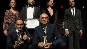"""L'acteur Ahmed Hafian (en bas à gauche), le producteur du film """"Fatwa"""" et l'équipe du film récompensé aux Journées cinématographiques de Carthage, le 11 novembre 2018."""
