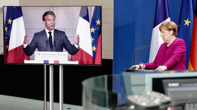 أنغيلا ميركل وإيمانويل ماكرون في مؤتمر صحفي مشترك عبر الفيديو، في 18 مايو/أيار 2020.