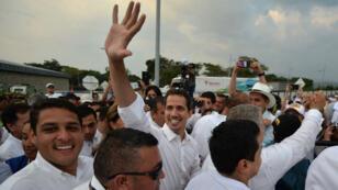 """Le leader de l'opposition vénézuélienne, Juan Guaido, photographié à son arrivée au concert """"Venezuela Aid Live"""", le 22 février."""