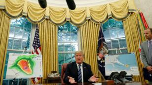El presidente de Estados Unidos, Donald Trump, en una reunión de la Oficina Oval sobre los preparativos para el huracán Florence en la Casa Blanca en Washington.