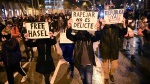 Manifestation pour la libération du rappeur Pablo Hasel, le 22 février 2021 à Barcelone