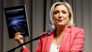 Marine LePen présentant le manifeste du Rassemblement national, le 15avril2019 à Strasbourg.