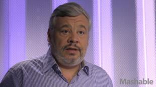 Tristan Nitot, fondateur de Mozilla Europe, dans les studios de France 24.