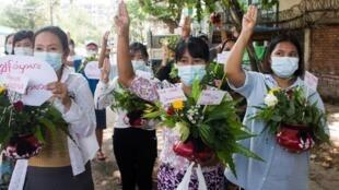 2021-04-13T090909Z_817965297_RC2XUM96IRUR_RTRMADP_3_MYANMAR-POLITICS (1)