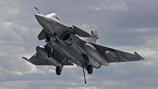 La Grèce a signé lundi un contrat pour l'achat de 18 avions de combat Rafale à la France, renforçant ainsi son partenariat avec Paris face aux tensions avec la Turquie