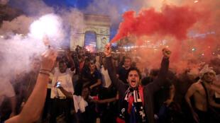 Los franceses celebraron el paso a la final en el Mundial Rusia 2018.