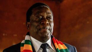 Le président du Zimbabwe, Emmerson Mnangagwa, après avoir voté dans la ville de Kwekwe, le 30 juillet.