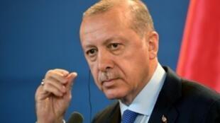 أردوغان يتحدث خلال مؤتمر صحفي في بودابست 2018/10/09.