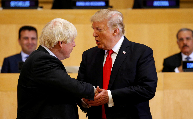 Fotos de archivo del presidente de Estados Unidos, Donald Trump y el entonces secretario de Asuntos Exteriores británico, hoy primer ministro británico, Boris Johnson, en la sede de la ONU en Nueva York, EE. UU, el 18 de septiembre de 2018.