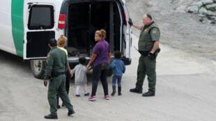 Autoridades estadounidenses anunciaron que tendrán mayores controles médicos con los niños migrantes en custodia para evitar nuevas muertes en el futuro.