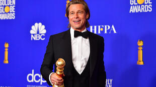 Les Golden Globes, comme les Oscars et la plupart des prix cinématographiques, exigent habituellement que les films en compétition aient été projetés dans des cinémas de Los Angeles pendant une durée minimum
