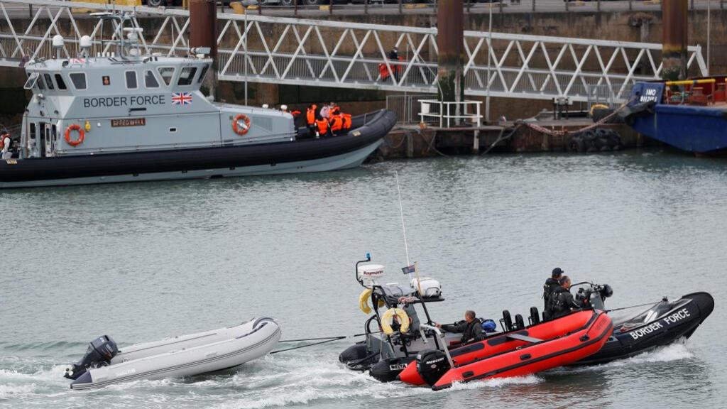 """Le Royaume-Uni presse la France de l'aider à rendre la route migratoire de la Manche """"impraticable"""""""