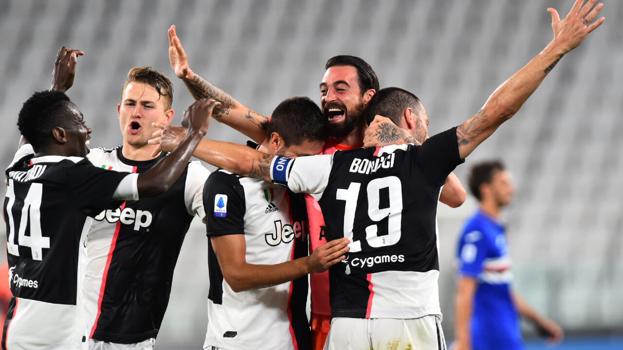 Soccer Football - Serie A - Juventus v Sampdoria - Allianz Stadium, Turin, Italy - July 26, 2020 Juventus players celebrate winning the match and Serie A, as play resumes behind closed doors following the outbreak of the coronavirus disease (COVID-19)