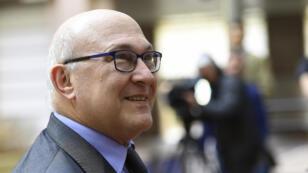 Le ministre des Finances, Michel Sapin, a annoncé l'interdiction de paiement en liquide supérieur à 1 000 euros.