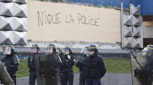Des policiers déployés à Aulnay-sous-Bois, le 6 février 2017.