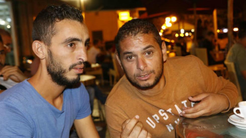 شبان تونسيون يتحدثون عن معيشتهم وعن رفضه التصويت غي الانتخابات التشريعية