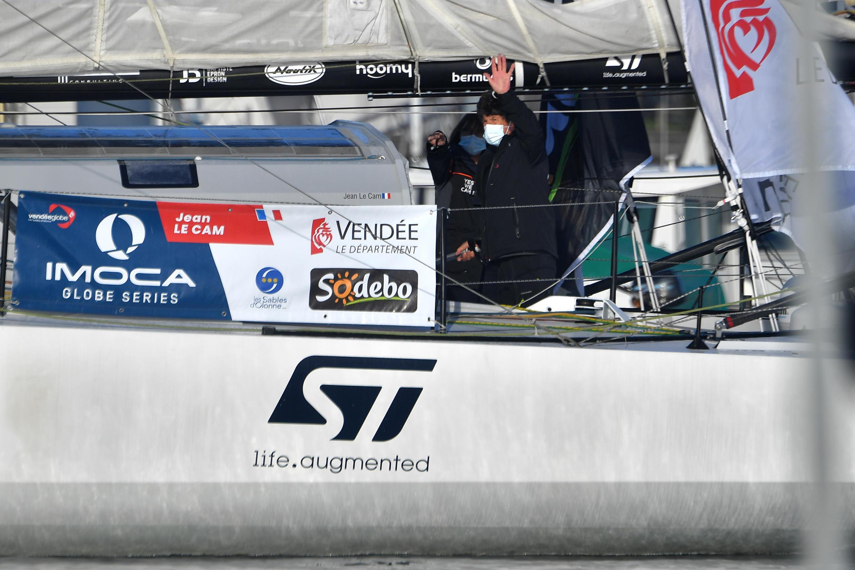 """Jean Le Cam à bord de son monocoque """"Yes We Cam!"""", avant le départ du Vendée Globe, aux Sables-d'Olonne, le 8 novembre 2020"""