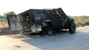 آلية محترقة في العاصمة الليبية طرابلس في 22 أيلول/سبتمبر 2018