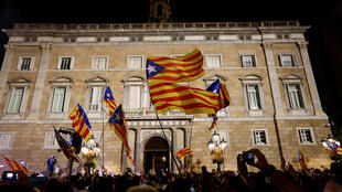 Partidarios de la independencia catalana celebran la declaración unilateral adoptada por el Parlamento. 27 de octubre de 2018.