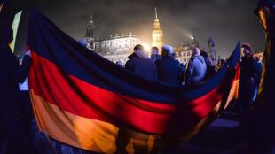 Environ 20 000 manifestants pro-Pegida étaient réunis à Dresde, lundi soir.