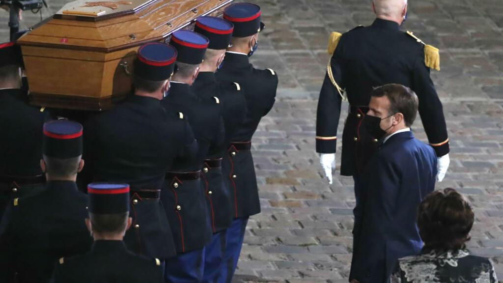 """Hommage à Samuel Paty : """"Il a été tué parce qu'il incarnait la République"""""""