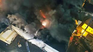 Un incendie meurtrier a ravagé un centre commercial de Kemerovo, ville minière de Sibérie Occidentale, le 25 mars 2018.
