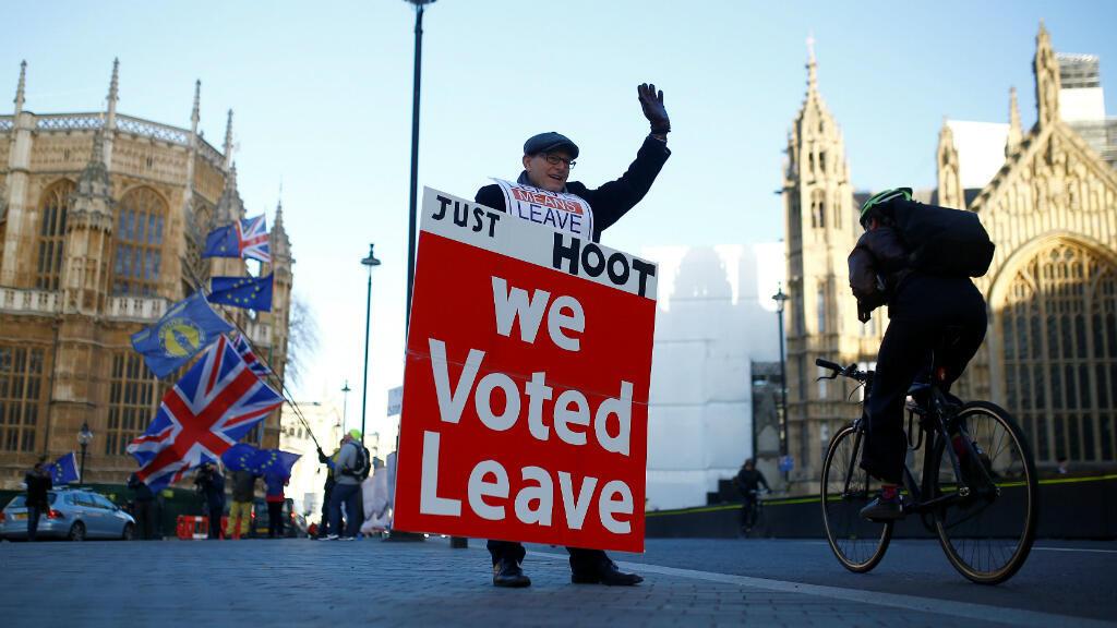 Un manifestante pro 'Brexit' protesta afuerade las Casas del Parlamento en Londres, Reino Unido, el 8 de enero de 2019, días antes de que se vote el acuerdo.