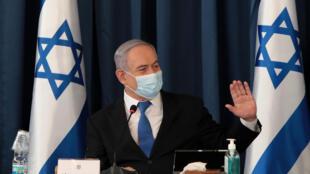 نتانياهو يواجه انتقادات لاذعة على خلفية إدارته جائحة فيروس كورونا.