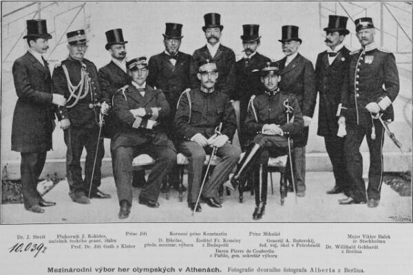 Les membres du comité d'organisation des Jeux olympiques de 1896. Pierre de Coubertin est le quatrième personnage debout, en partant de la droite.
