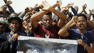 """Des migrants africains protestent contre le plan du gouvernement israélien exigeant leur départ """"volontaire"""" sous peine d'emprisonnement, le 22 janvier."""