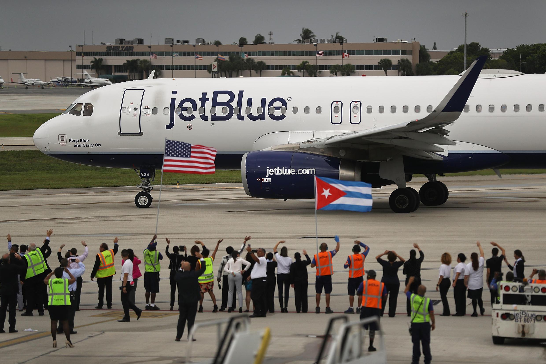 Le premier vol commercial régulier en partance des États-Unis vers Cuba en 50 ans sur le point de décoller;